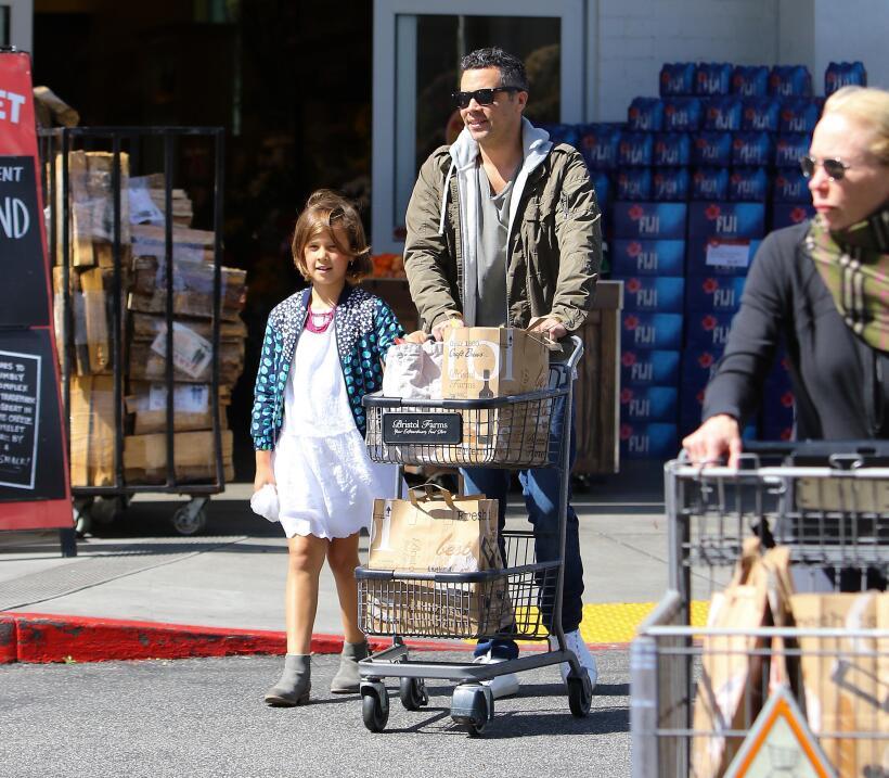 Jessica Alba de compras con sus hijas Honor y Haven.