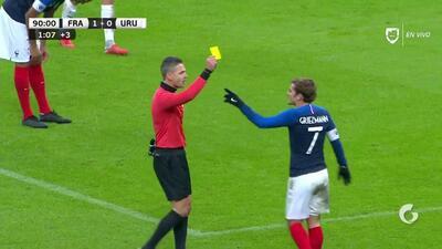Tarjeta amarilla. El árbitro amonesta a Antoine Griezmann de France