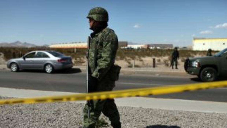 Un tiroteo entre militares y sicarios en Nuevo León dejó al menos ocho m...