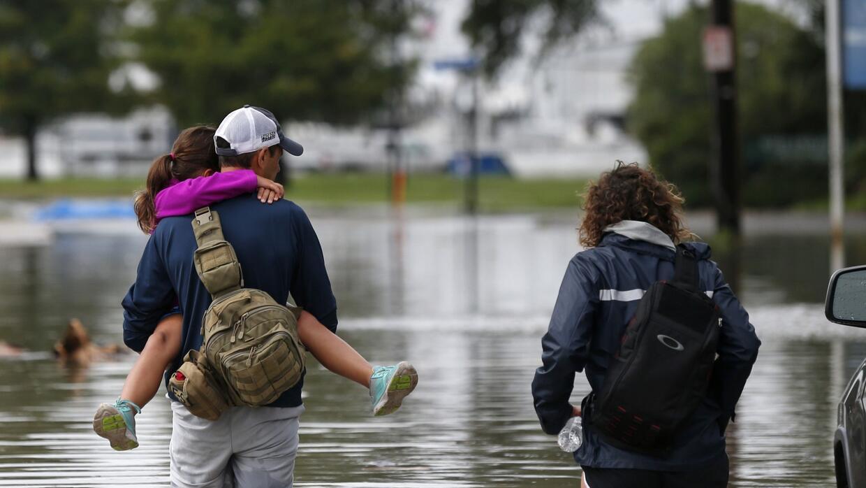 Con riesgo de tornados e inundaciones, se aproxima el ingreso a tierra d...