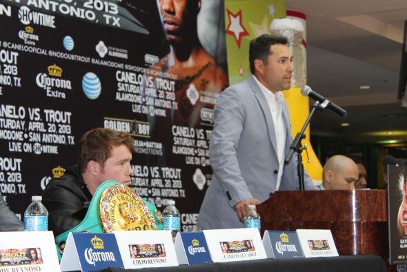 Sin más preámbulo, De La Hoya presentó al más esperado del día.
