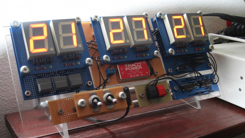 Reloj Digital construido por Ahmed