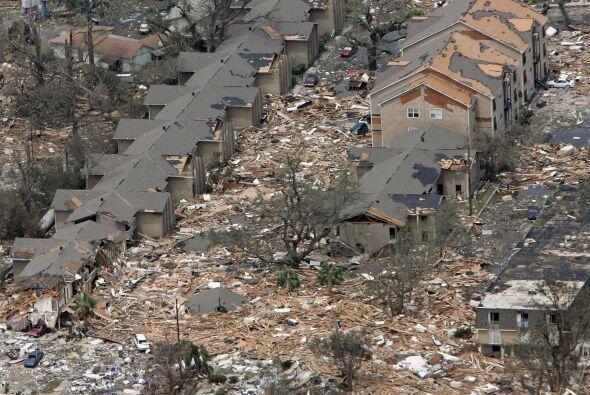 Se estima que Katrina causó daños materiales por 75 mil mi...