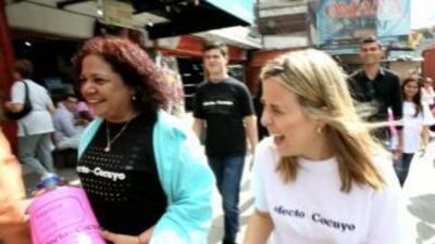Las dos periodistas de Efecto Cocuyo. (Imagen de cortesía).