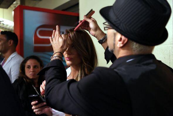 Los estilistas de los famosos retocaban una y otra vez los peinados.