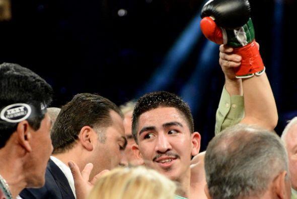 Leo Santa Cruz dij oque piensa hacer un par de peleas en las 122 libras...
