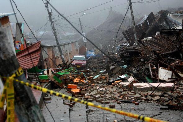 Al menos 12 personas murieron y otras 30 resultaron heridas en un alud d...