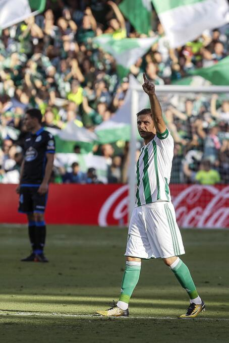 El Betis le ganó al Deportivo y Guardado puso asistencia 636411849963599...