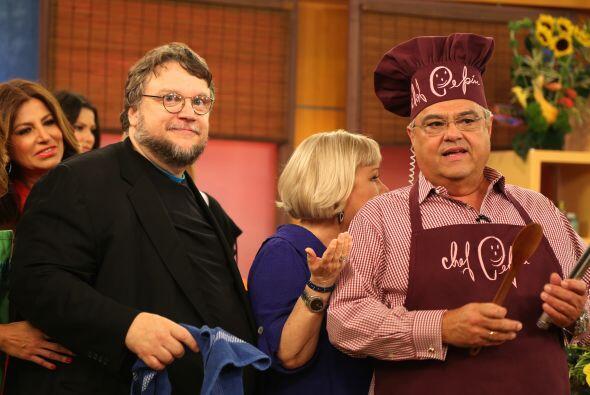 En la cocina, el Chef Pepín estaba muy emocionado pues prepararía el pla...