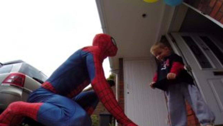 Jayden al momento de ser sorprendido por El Hombre Araña. Foto tomada de...