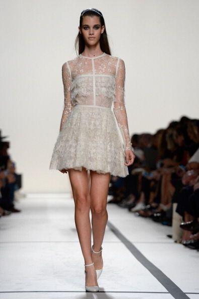 Un vestido en encaje será el indicado para resaltar tu belleza y hacer q...