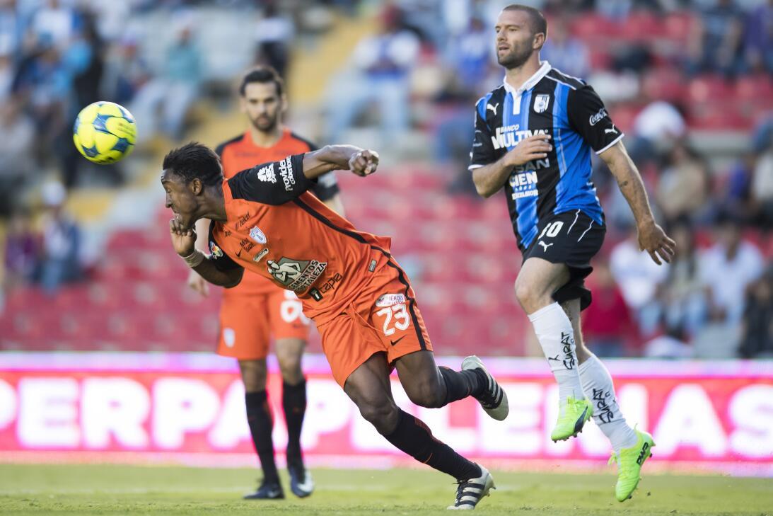 Querétaro derrota a Pachuca dando una gran exhibición Jugada partido 2.jpg