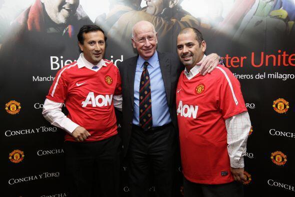 Raul Bustos Ibanez y Mario Sepúlveda, dos de los mineros, junto a Bobby...