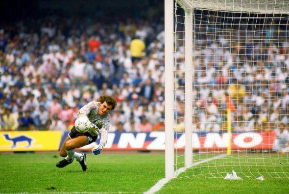 Nery Pumpido. Durante la Copa Mundial de México 1986, fue el port...