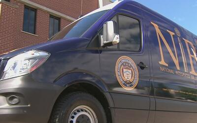 Una van de alta tecnología llega a Chicago para ayudar a la policía a co...