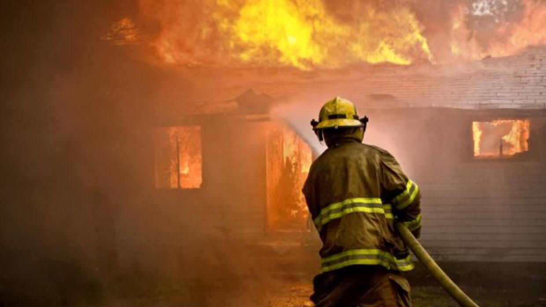 El Departamento de Bomberos atendió esta tarde un fuego al este de la ci...
