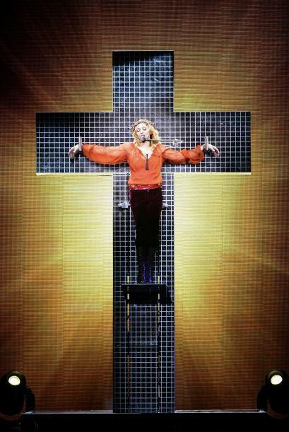 Pero quien se lleva las palmas es Madonna, quien en sus shows del tour '...