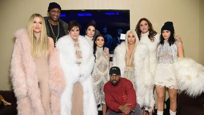 Si no fueran famosas, así vivirían las Kardashian (en el banco no les iría nada bien 🤑)