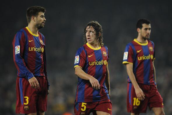 Defensa: El éxito de Valdés no sería posible sin una defensa de hierro....