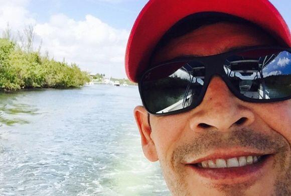 """""""Buenos días y feliz domingo"""", deseó Johnny Lozada. (Marzo 1, 2015)"""