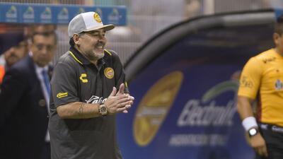 Calma, goce y alegría, así vivió Maradona su primer juego con Dorados