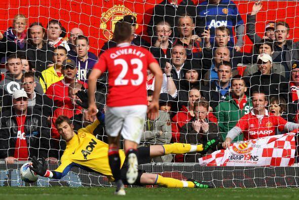 Y casi de inmediato se marcó un penalti en favor de los 'Gunners'...