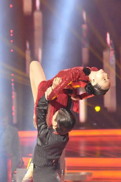 Los movimientos de los bailarines cada vez son más limpios y precisos.