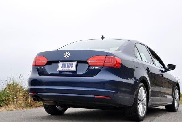Con el nuevo Jetta 2011, Volkswagen espera competir de cerca con el Toyo...