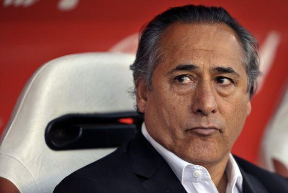 La imagen de preocupación del técnico Juan José L&o...