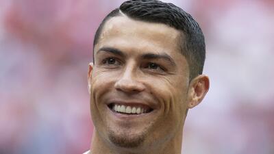 """Cristiano Ronaldo lució sus bíceps y mostró la que será su """"dupla vencedora"""" en la Juventus"""