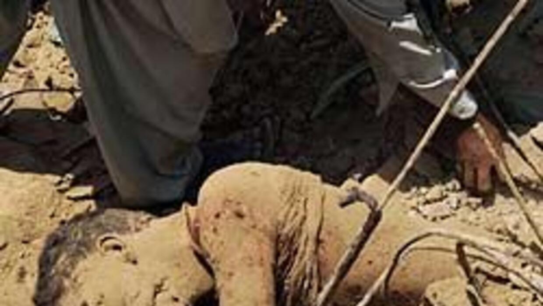Atentado suicida causó al menos 65 muertos en el noreste de Pakistán 939...