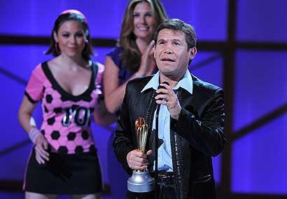 Julio César Chávez fue homenajeado y recibió el trofeo Leyenda del Deporte.