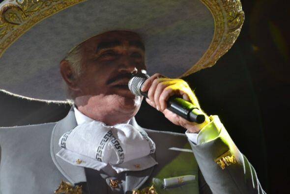 El gran Vicente Fernández se presentó en la ciudad de McAl...