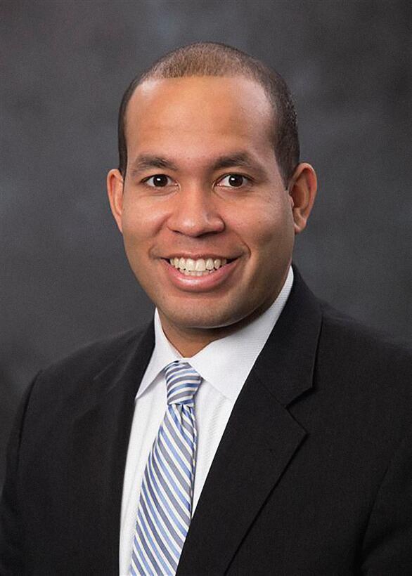 Jason Estévez ganó un puesto en el consejo escolar de Atlanta, Georgia.