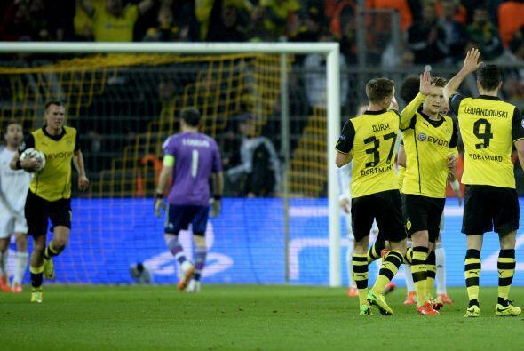 Y apenas 13 minutos después de anotar el 1-0, Marco Reus marcó su doblet...