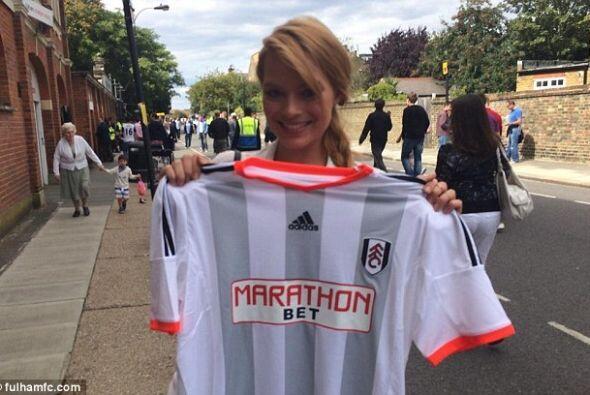 La actriz australiana recientemente asisitió a un partido del Fulham de...