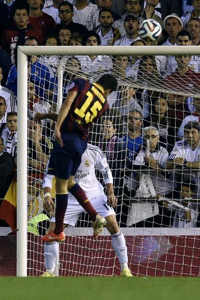En la segunda parte un cabezazo de Bartra le dio el empate al Barcelona.