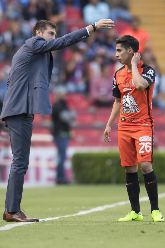 Querétaro derrota a Pachuca dando una gran exhibición Diego Alonso.jpg