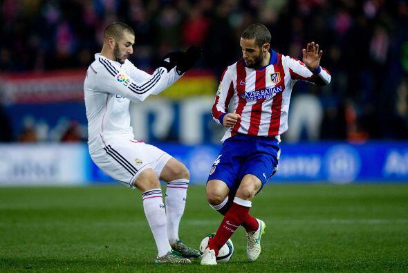 Benzema pasó desapercibido ante una gran marcación en defensa de Diego G...