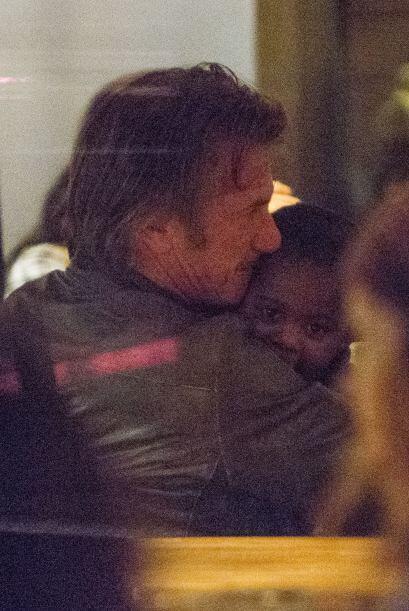 Sean no se queda atrás, el actor se comió a besos a Jackson.Mira aquí lo...