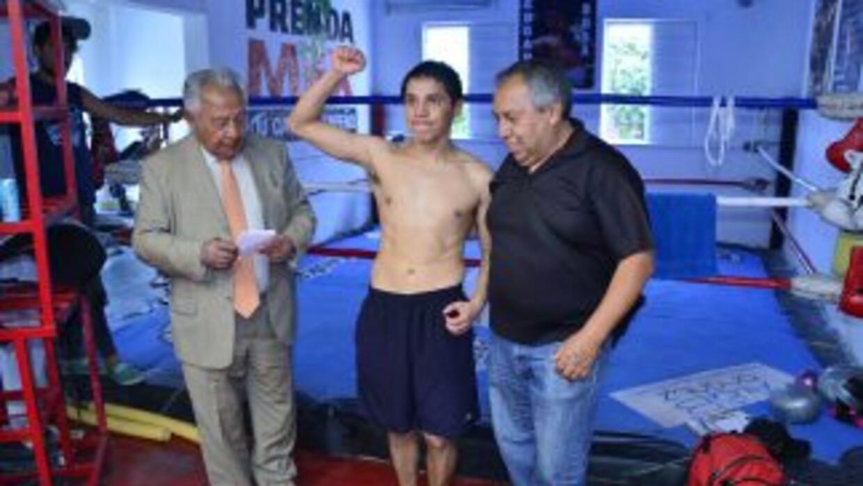 Edgar Sosa cumplió con prepesaje (Foto: Alma Montiel /WBC).