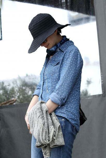 Si tu estilo y figura es como la de Anne Hathawey, aplica una blusa holg...