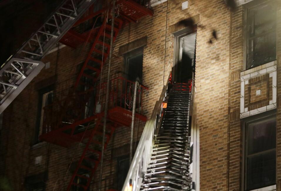 Los bomberos responden a un fuego mortal el jueves, 28 de diciembre de 2...