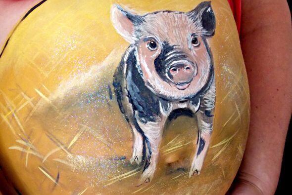 También ha pintado divertidos diseños de animales, como un simpático pue...