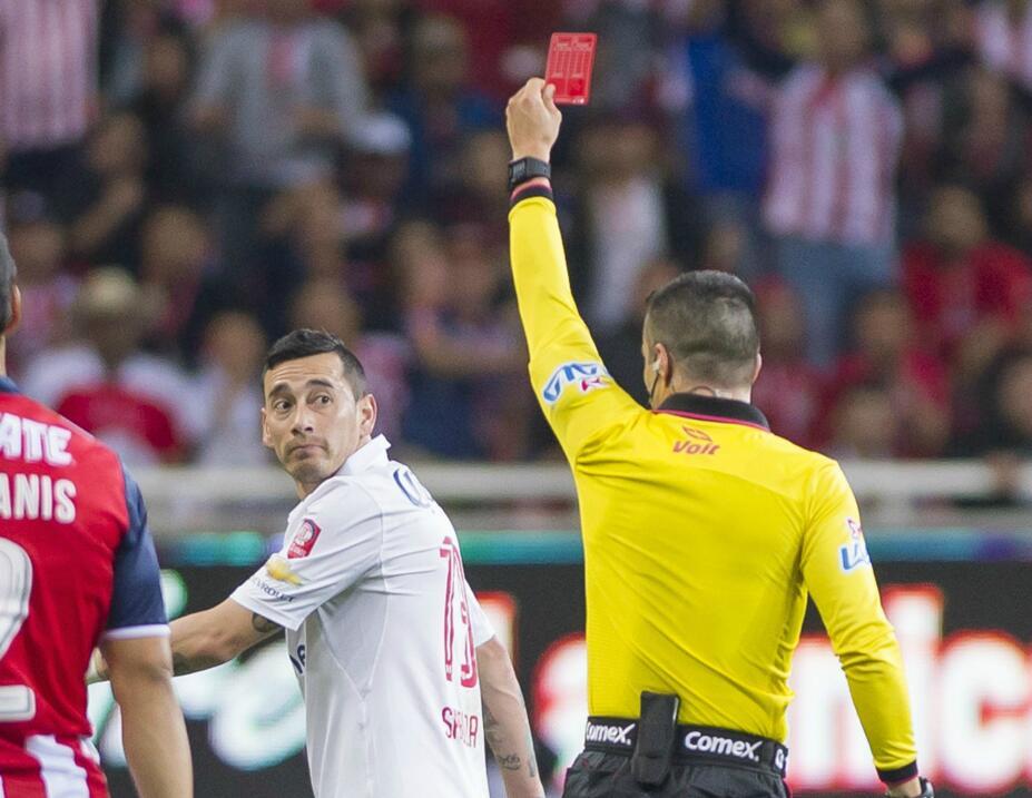 Suspenden a Mauricio Pinilla por insultar y golpear a árbitro 20170304_1...