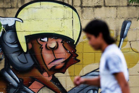 El Salvador, de escasos 20,742 km2 y 6.1 millones de habitantes, afronta...