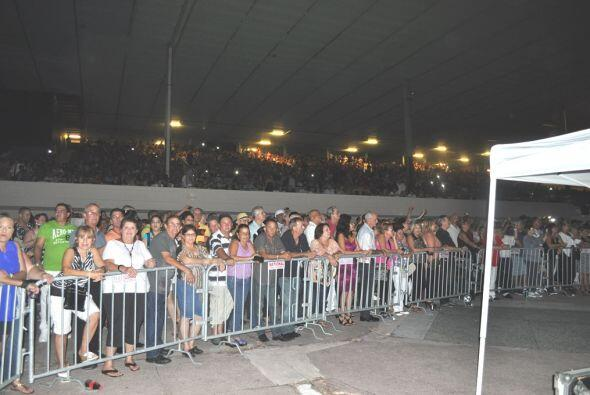 Más de 10 mil personas presentes vitorearon a GuillermO Rigondeau...