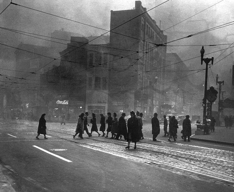 """""""Esquina de las avenidas Liberty y Quinta"""". 1940"""