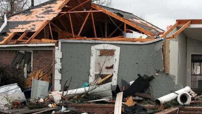 Potentes tornados arrasan todo a su paso por el sur de EEUU