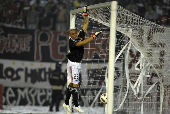 El gol que fue centro. El urguayo Santiago Silva tiró un centro muy cerr...